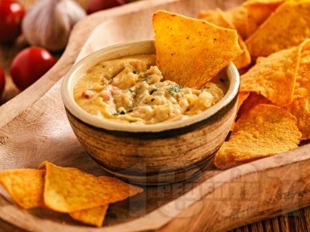 Пикантен мексикански сос с кашкавал и мляко - снимка на рецептата